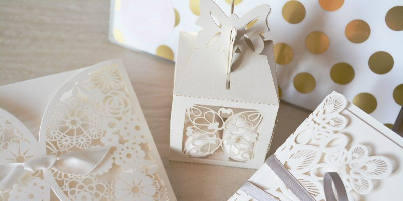 Tips and timelines for wedding invites, thank you cards